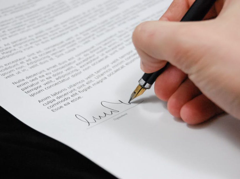 contract-signing-contractor.jpg